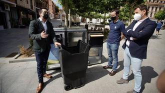 El Ayuntamiento pone en marcha un proyecto piloto de papeleras inteligentes