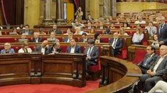 El Parlament aprueba la `Ley fundacional de la república catalana' e ignora la suspensión del TC