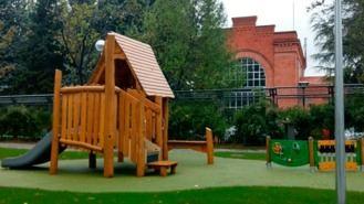 Una mujer con transtornos mentales intenta llevarse a dos niños de un parque en Chamberí