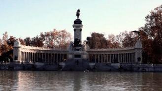 Madrid baliza el Retiro y ocho parques, recomienda abandonarlos y no estar bajo el arbolado
