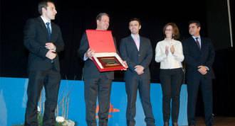 Partida es galardonado en el X Aniversario del Colegio Arcadia