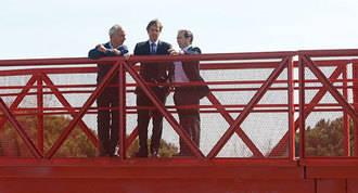 Entra en funcionamiento la pasarela peatonal sobre la M-513