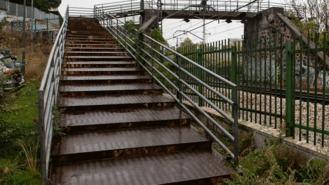 Colocada la nueva pasarela ciclista y peatonal que conecta el municipio y Majadahonda