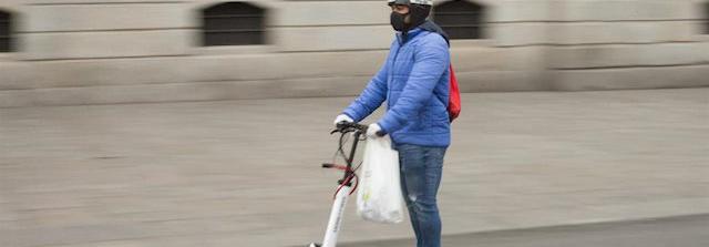 Madrid autoriza el uso de patinetes, pero obliga a ir con guantes