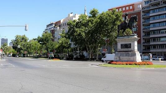 Aparcamientos en parcelas municipales para dejar espacio a peatones y 36 calles peatonalizadas
