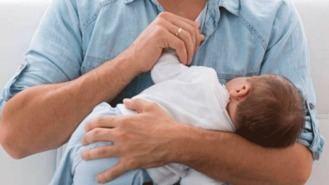 Desde este lunes los padres tienen 8 semanas de permiso de paternidad