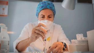 Los anticuerpos de Pfizer también bloquean la variante británica: 4,8 M de dosis llegarán en abril