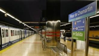 Un vigilante de Metro herido tras sere arrojado a las vías por un grupo de grafiteros
