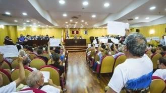 El alcalde de Pinto desaloja el pleno ante las protestas de taurinos