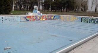 Recogida de firmas para que se rocontruya la piscina Solagua