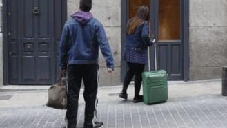 Colectivos vecinales lanzan una campaña contra 'la turistización sin control de los barrios'