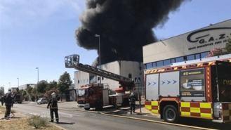Arde una planta de productos químicos pero no deja heridos
