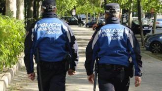 Policía municipal busca a un conductor que se dio a la fuga tras atropellar a una niña herida leve