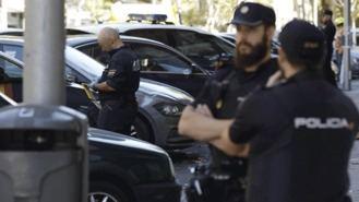 López quiere atraer con ayudas a policías y guardias civiles a la región