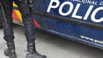 Unos ladrones embisten dos coches policiales tras robar en una pastelería