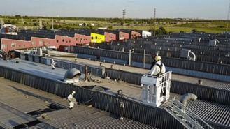 Un `pequeño tornado´causa daños en naves industriales, cubiertas y vehículos