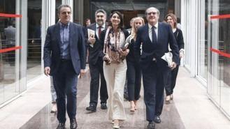 El PSOE pide en la Asamblea información sobre el préstamo de Avalmadrid al padre de Ayuso