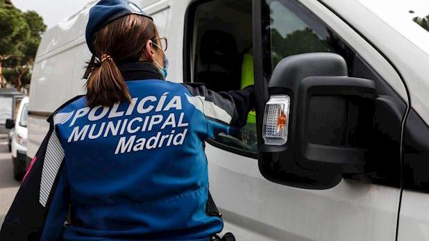 Tráfico refuerza la vigilancia para evitar desplazamientos en el puente de San Isidro