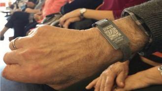 El Ayuntamiento tiene 60 pulseras de emergencia para enfermos de Alzhéimer