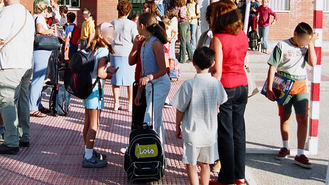 El Ayuntamiento reparte 250 tarjetas SIM a los vecnos en situación de vulnerabilidad