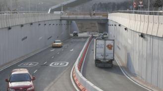 La salida de la A-3 del túnel de la avenida de los Almendros, cerrada desde el lunes