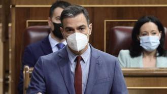 Sánchez carga en el Congreso contra Ayuso por sus críticas a la descentralización