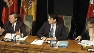 La oposición aprueba revocar el cese del secretario general del Pleno por 'arbitrario'