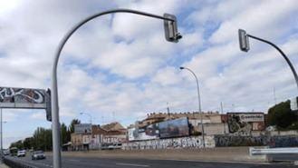 Los polémicos semáforos de la A-5 se instalarán a principios de 2019