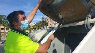 Nuevo sistema de sujección para los contenedores de poda en vía pública