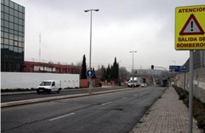 Cortada al tráfico por un socavón la Avenida de la Cañada