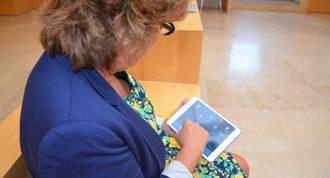 """""""Tiritas Digitales"""": Talleres de tecnología para mayores de 60 años"""