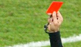 Un jugador agrede al árbitro tras ser expulsado de un partido
