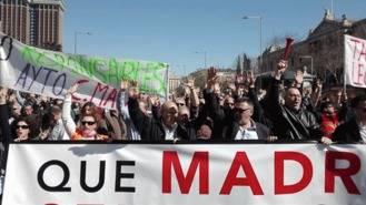 Los taxistas toman el centro de Madrid para potoestar contra Uber y Calify