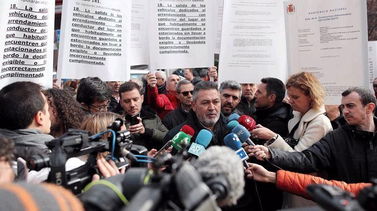 Los taxistas 'recrudecen' la protesta: Cortes en la M-11, M-14 y A-2