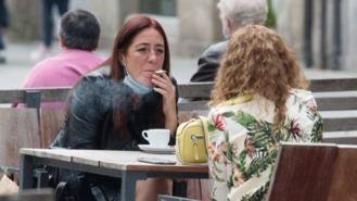 Ayuso tacha de 'ocurrencia' prohibir fumar en terrazas propuesto por Sanidad