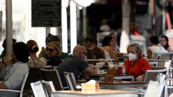 La Comunidad estudia extender el cierre de bares y restaurantes a las 22h en nuevas zonas