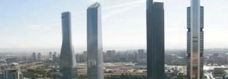 Desalojado el rascacielos de Torrespacio tras una amenaza de bomba