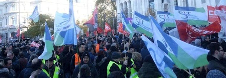 Huelga de 24 horas en la EMT, respaldada por trabajadores de Metro