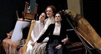 `Tres hermanas. La esperanza de un mundo mejor´, en Teatros del Canal