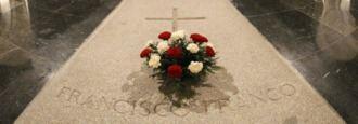 Sobre abades y tumbas (ante el féretro de Franco)