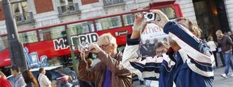 Cuenta atrás para 2.000 turistas: Ayuso pide soluciones ante el cierre de hoteles