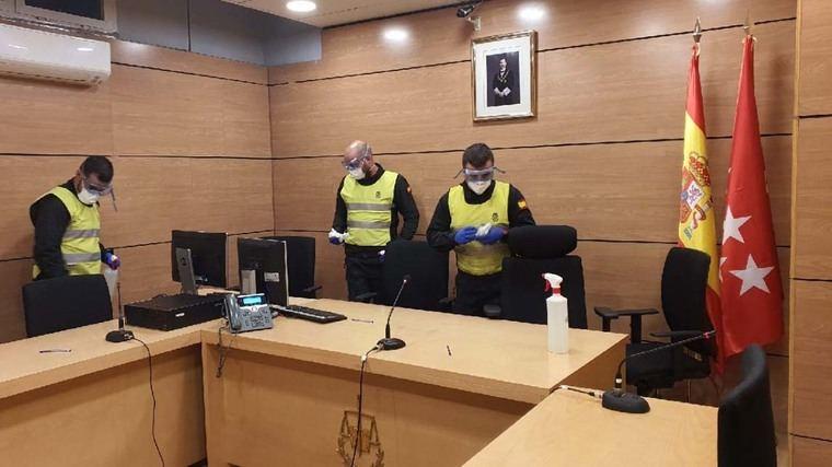 La UME desinfecta los juzgados de Plaza Castilla y otras sedes judiciales