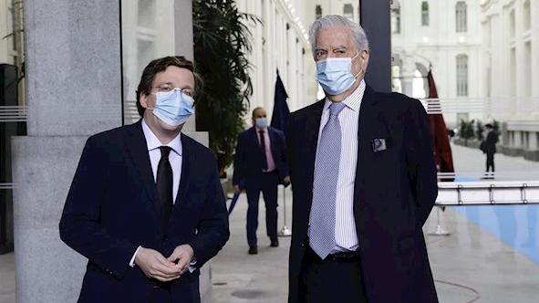 Vargas Llosa alaba a los 'soldados' madrileños que han luchado contra esta 'pandemia'