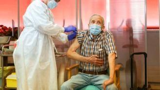 Madrid admite una vacunación lenta y espera un repunte de casos en las próximas semanas