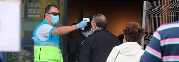 Comienzan a realizarse los test antígenos a los vecinos de Puente de Vallecas