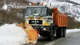 Movilizados 43 vehículos quitanieves para desinfectar carreteras