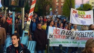 Vecinos de Villaverde y Usera se concentran contra las obras de la planta logística