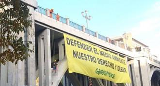 Greenpeace: Pancarta por su derecho a defender el medio ambiente