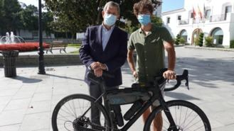 Un joven del municipio recorre 2.600 kilómetros en bicicleta por un planeta sostenible