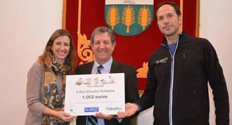 Partida entrega los 1.000 € de la San Silvestre Solidaria a Fabretto